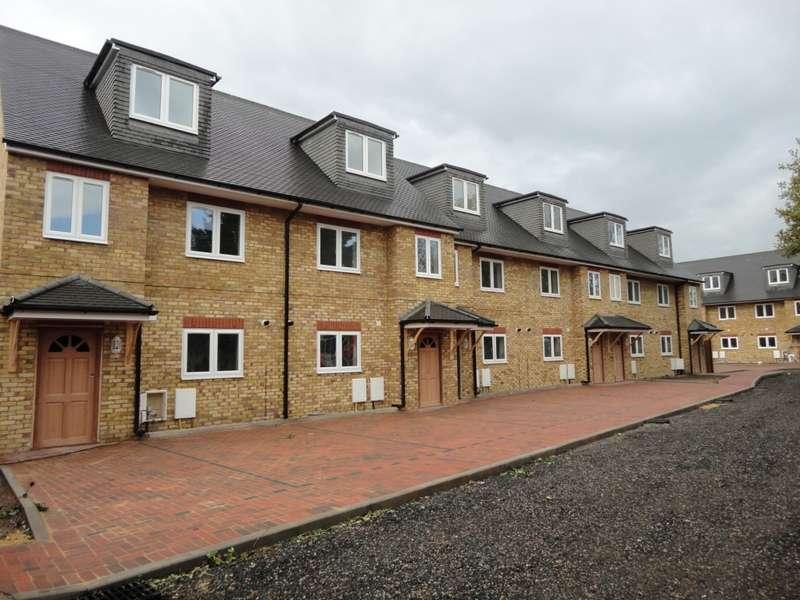5 Bedrooms Town House for rent in Kavan Gardens, Hounslow, TW5