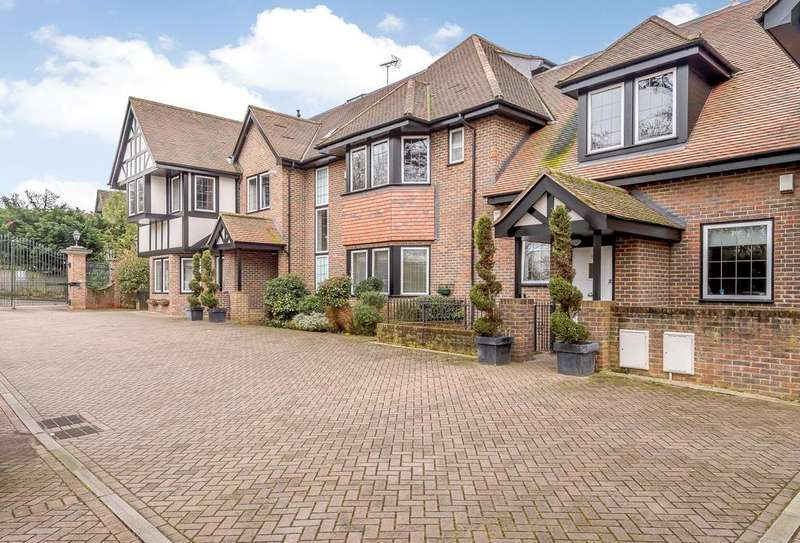 2 Bedrooms Penthouse Flat for sale in Buckley Court, 375 Cockfosters Road, Barnet, Hertfordshire