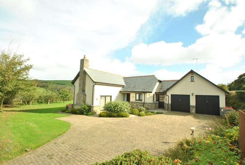 3 Bedrooms Detached House for sale in Diddies, Launcells