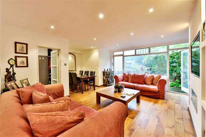 2 Bedrooms Flat for sale in Arkwright Road, Hampstead, London
