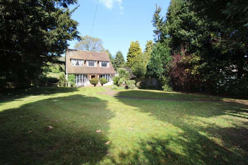 3 Bedrooms Detached House for sale in Old Oak Avenue, Chipstead, Coulsdon