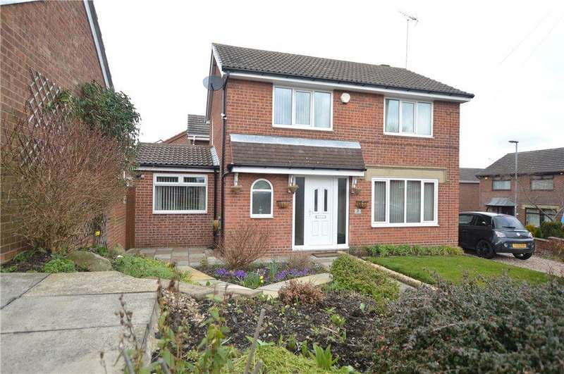 4 Bedrooms Detached House for sale in Daffil Avenue, Churwell, Leeds