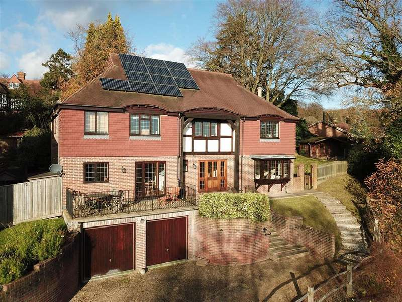 5 Bedrooms Detached House for sale in Rockfield Close, Oxted
