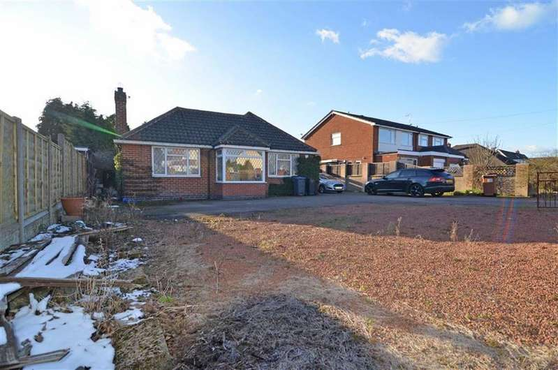 3 Bedrooms Detached Bungalow for sale in Stoke Road, Hinckley, Leicestershire