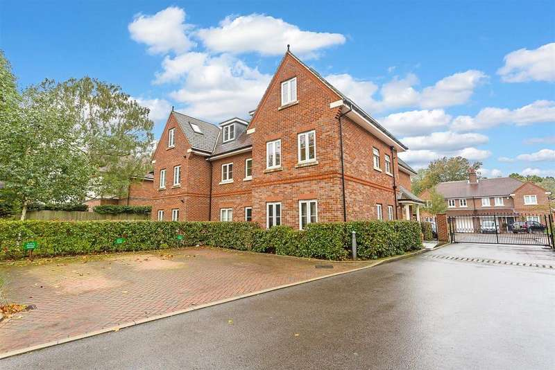 2 Bedrooms Maisonette Flat for sale in Hurley Close, Banstead