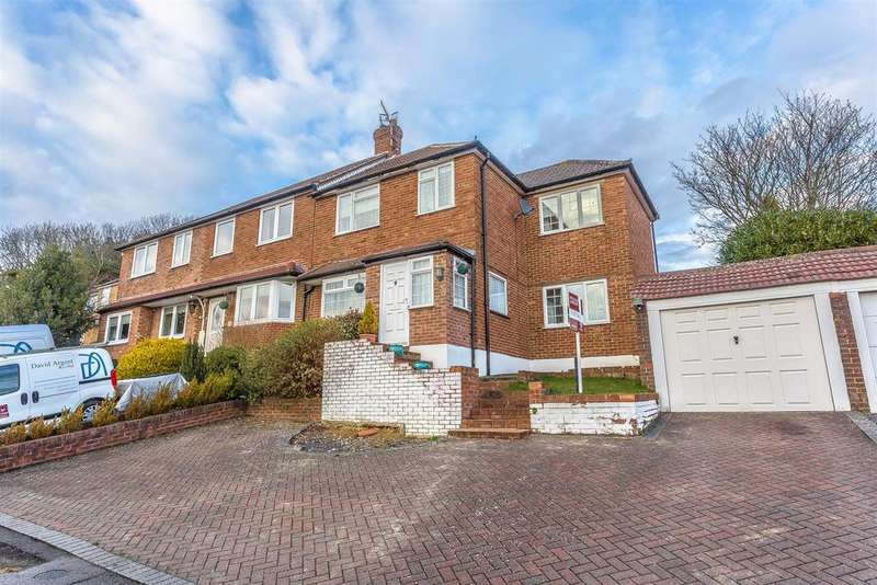 3 Bedrooms Semi Detached House for sale in The Readens, Banstead