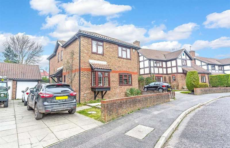 4 Bedrooms Detached House for sale in Burns Drive, Banstead