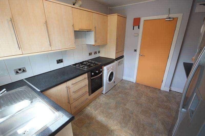 5 Bedrooms House for rent in Derwentwater Grove, Leeds