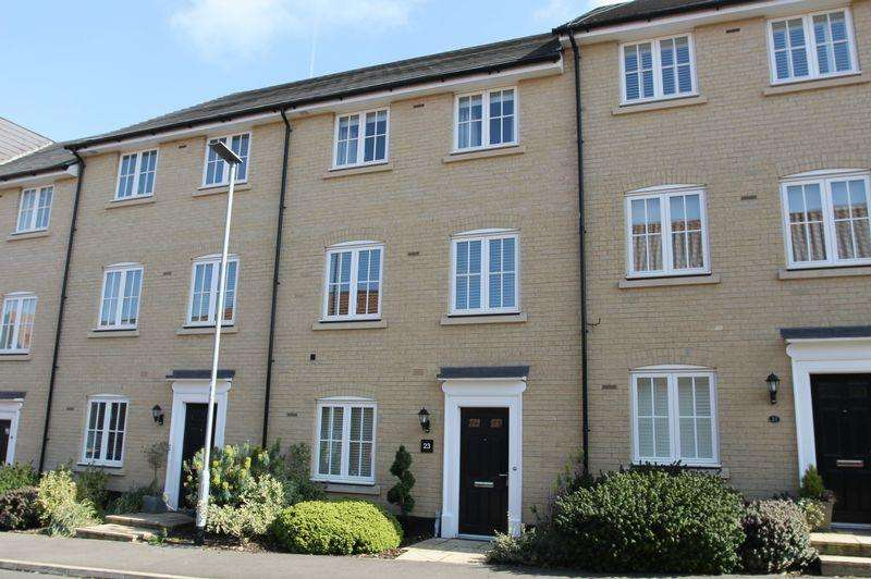 3 Bedrooms Terraced House for sale in East Close, Bury St Edmunds