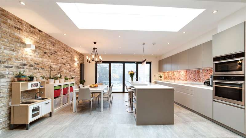 4 Bedrooms Terraced House for sale in Bramber Road, North Finchley, London, N12
