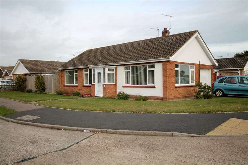 3 Bedrooms Bungalow for sale in Birch Close, Clacton on Sea
