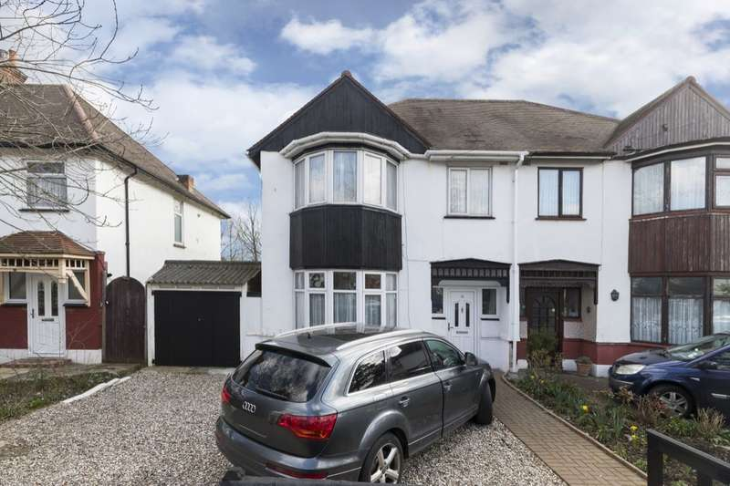 3 Bedrooms Semi Detached House for sale in Ashton Gardens, Chadwell Heath , Romford, RM6
