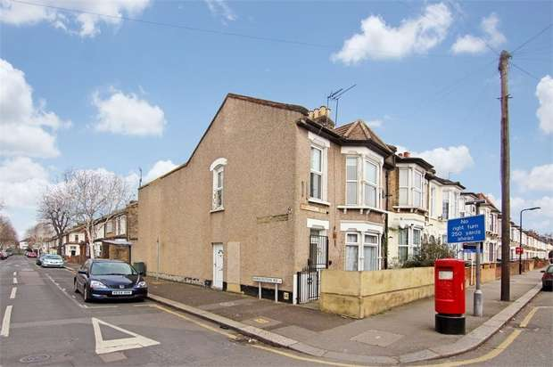 2 Bedrooms Flat for sale in Coppermill Lane, Walthamstow, London