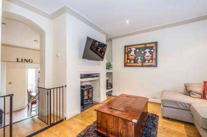 3 Bedrooms Detached House for sale in Halesworth