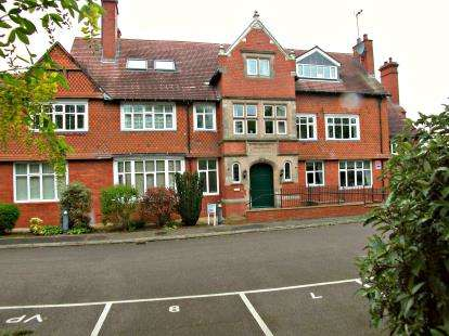 2 Bedrooms Flat for sale in The Pavilions, Talbot Road, Oxton, CH43