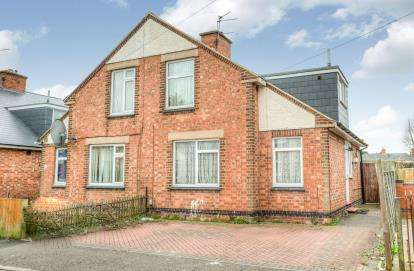 2 Bedrooms Semi Detached House for sale in Waverley Road, Leamington Spa, Warwickshire, England