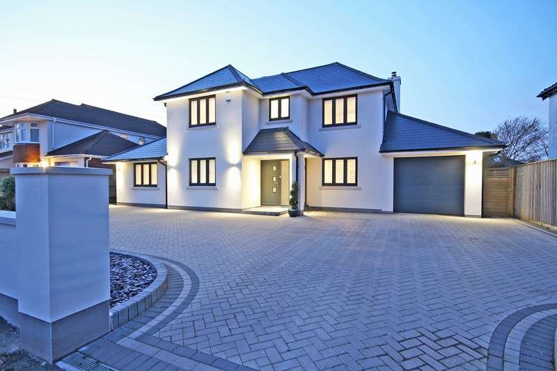 4 Bedrooms Detached House for sale in Chestnut Avenue, Barton On Sea, New Milton