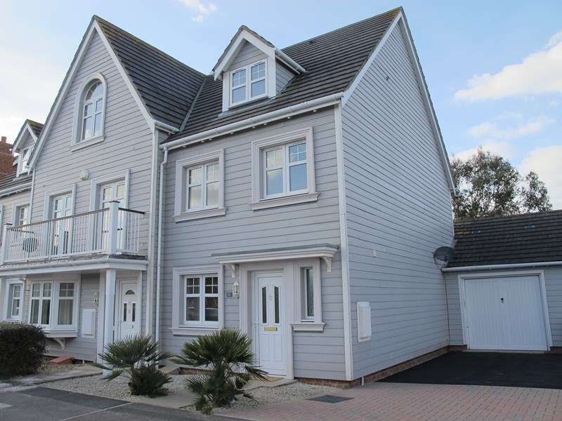 3 Bedrooms Property for sale in Corsair Close, Lee-On-The-Solent