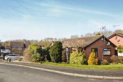 2 Bedrooms Bungalow for sale in Sharpley Drive, Leicester, Leicestershire