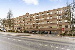 2 Bedrooms Flat for sale in London Road, Cheam, Sutton