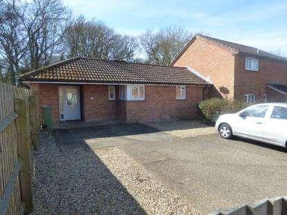 2 Bedrooms Bungalow for sale in Winsford Hill, Furzton, Milton Keynes, Buckinghamshire