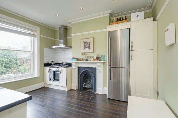 2 Bedrooms Flat for sale in Cromwell Avenue, Highgate, N6