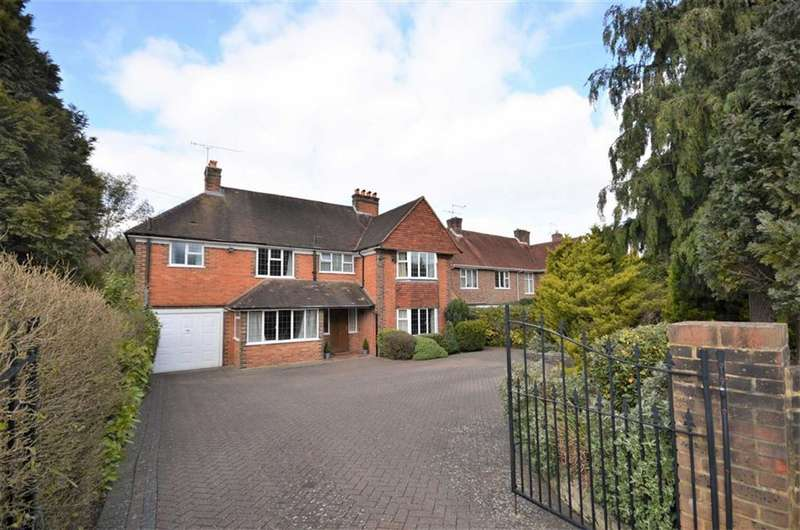 5 Bedrooms Detached House for sale in Broomleaf Road, Farnham