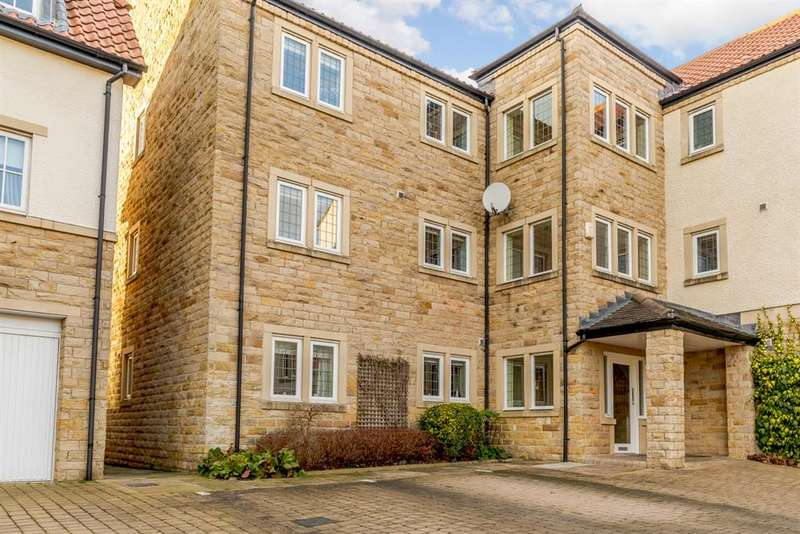2 Bedrooms Flat for sale in Micklethwaite Grove, Wetherby, LS22 5LA