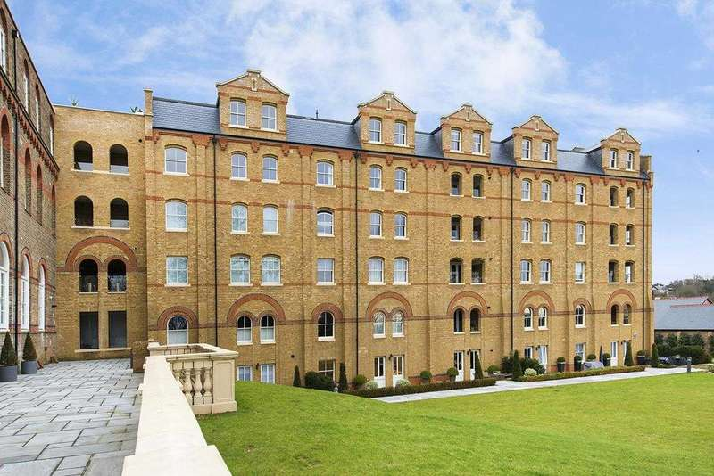 3 Bedrooms Apartment Flat for sale in Ingham Court, 4A Holborn Close, Mill Hill