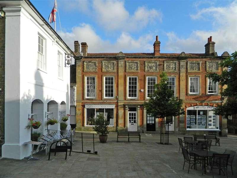 2 Bedrooms Apartment Flat for sale in Market Square, Midhurst, west Sussex, GU29