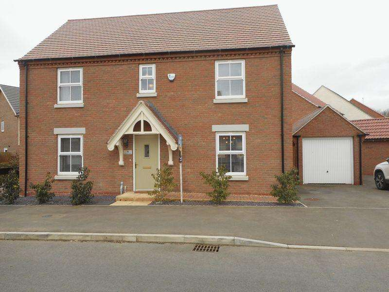 4 Bedrooms Detached House for sale in Watitune Avenue, Weddington, Nuneaton