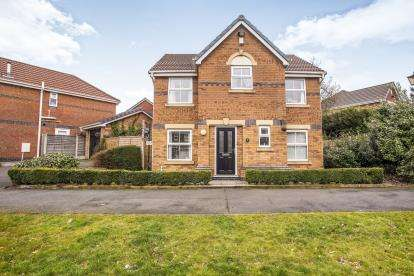 4 Bedrooms Detached House for sale in Magnolia Drive, Leyland, PR25