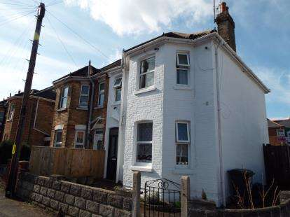 3 Bedrooms Semi Detached House for sale in Kings Park, Bournemouth, Dorset
