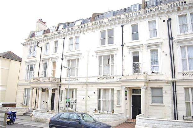 2 Bedrooms Flat for sale in West Hill Road, ST LEONARDS,TN38 0NA