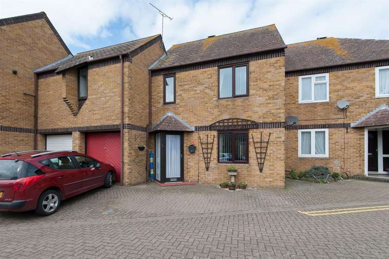 3 Bedrooms Terraced House for sale in Holton Close, Birchington
