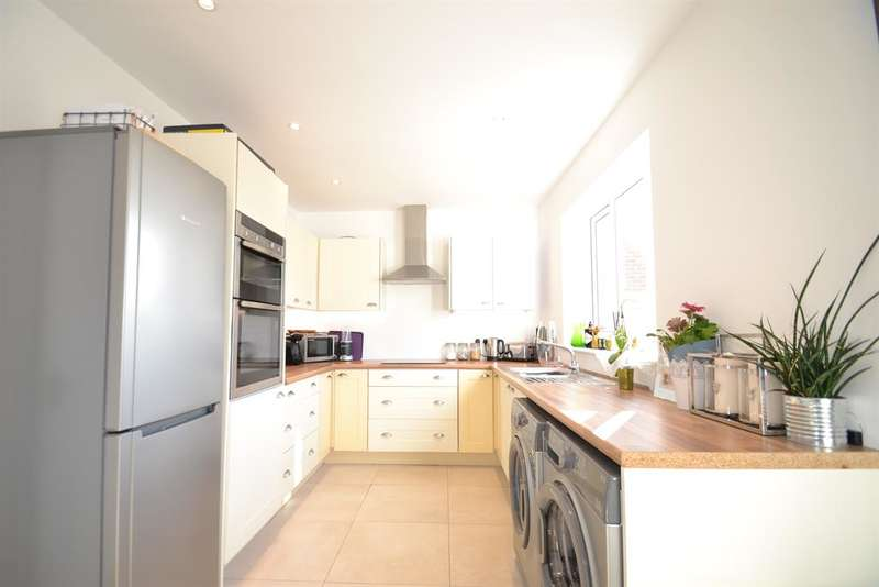 2 Bedrooms House for sale in Worsted Green, Merstham, RH1 3PW