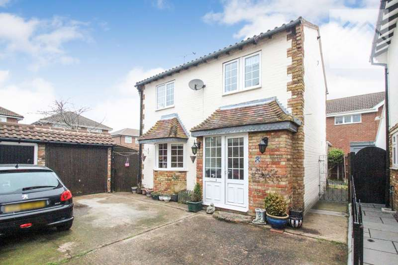 3 Bedrooms Detached House for sale in Merlin Court - TUCKED AWAY FROM THE HUSTLE AND BUSTLE