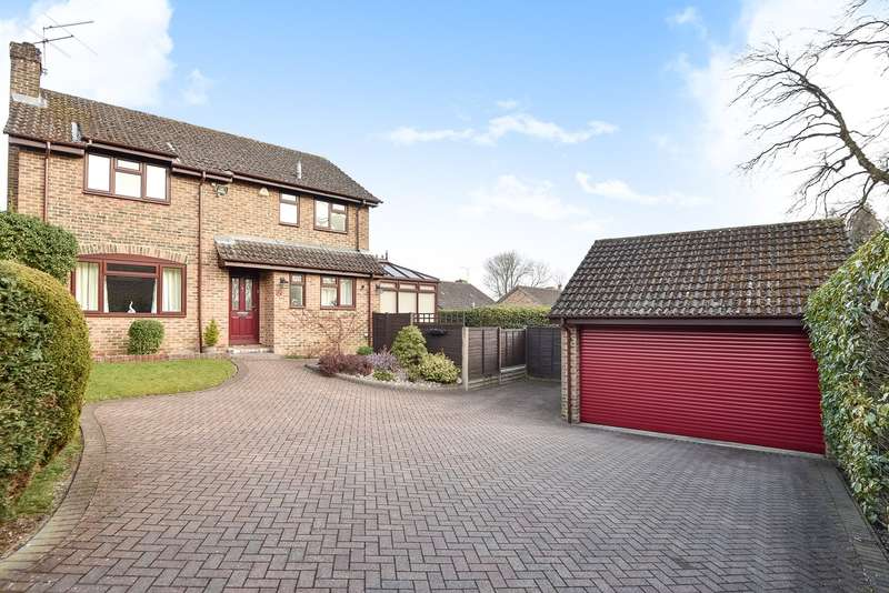 4 Bedrooms Detached House for sale in Templar Close, Sandhurst, GU47