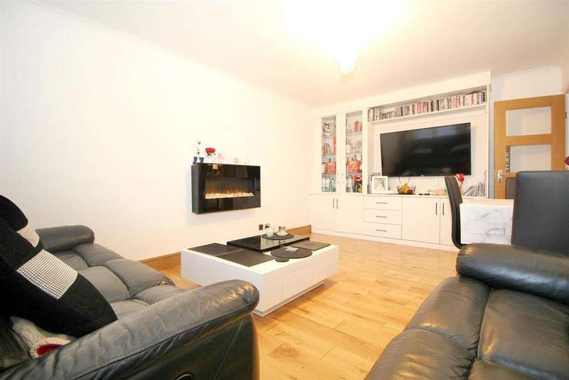 2 Bedrooms Flat for sale in Canford Close, Enfield