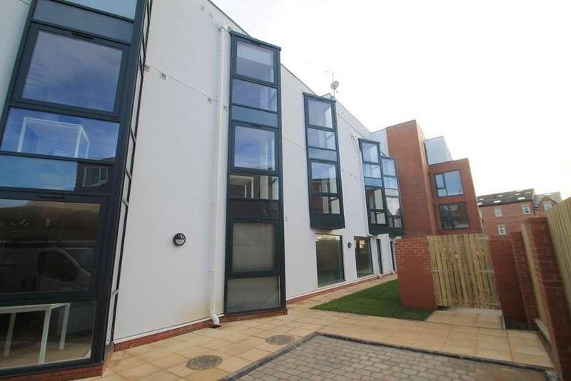 Studio Flat for sale in The Pavilion, St. Michaels Lane, Leeds