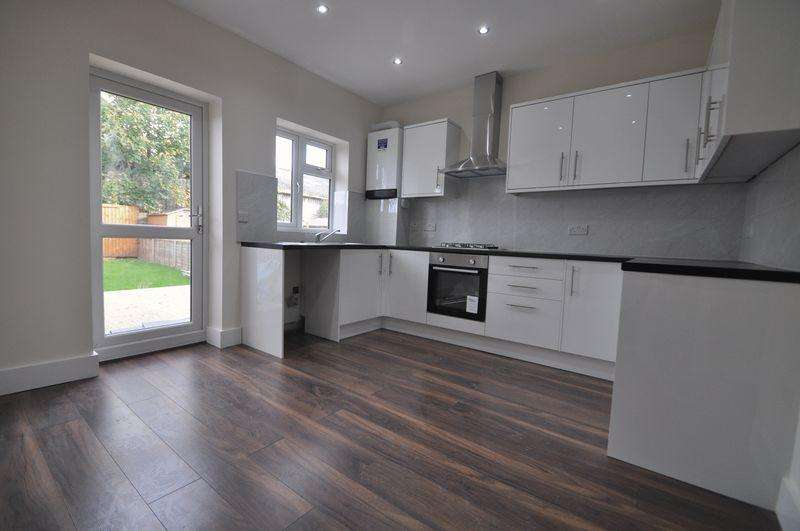 3 Bedrooms Terraced House for sale in Extensively Refurbished 3 Double Bedrooms