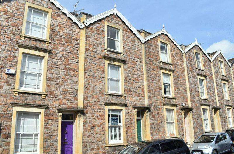 4 Bedrooms Terraced House for sale in Southernhay Crescent, Clifton Wood