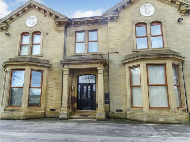 2 Bedrooms Flat for sale in Peregrine Way, Bradford, West Yorkshire