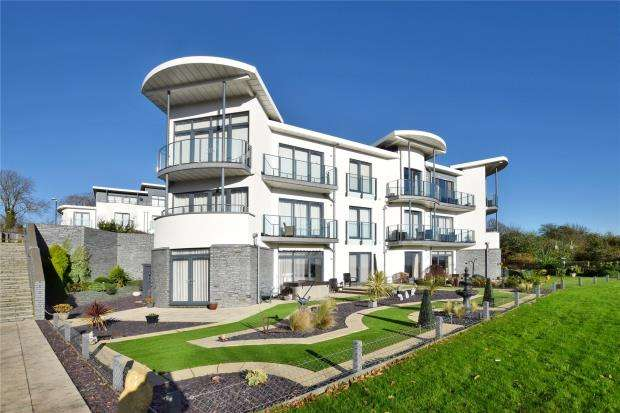 2 Bedrooms Flat for sale in Berry Head House, St. Marys Drive, Brixham, Devon