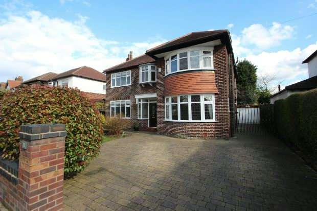 4 Bedrooms Detached House for sale in Hayling Road, Sale