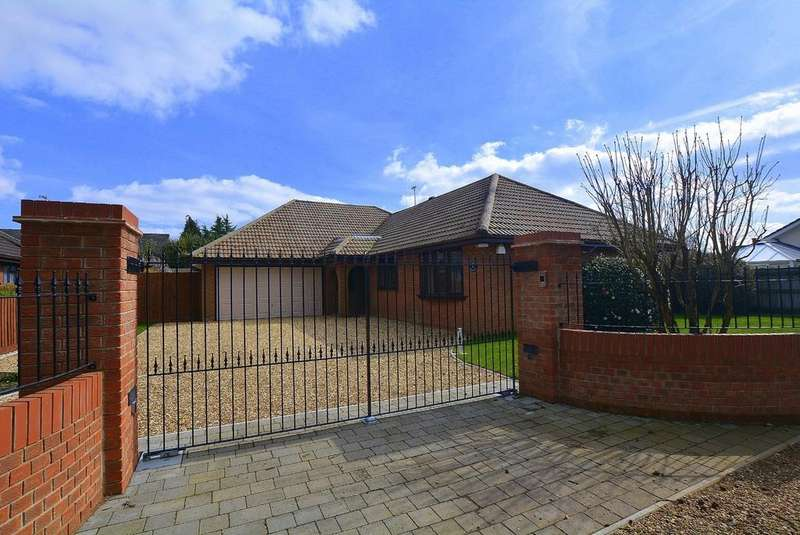 4 Bedrooms Detached Bungalow for sale in Woodlinken Drive, VERWOOD