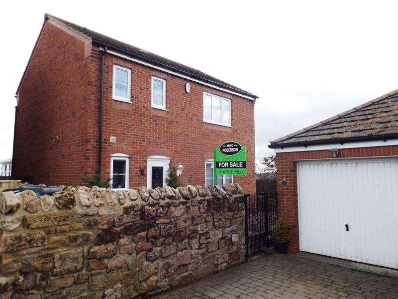 3 Bedrooms Detached House for sale in High Town, Longframlington