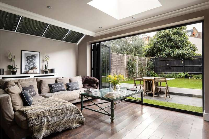 2 Bedrooms Flat for sale in Althea Street, London