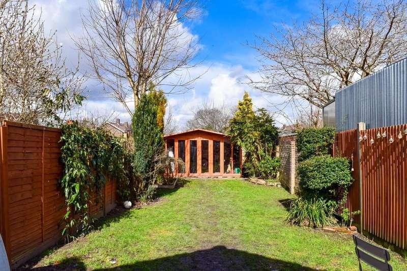 3 Bedrooms Semi Detached House for sale in Hazelwick Road, Three Bridges