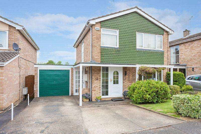 3 Bedrooms Detached House for sale in Sandhurst Drive, Buckingham